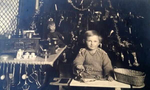 Věra Kazdová, Vánoce, asi 1925, Zdroj: archiv Věry Kazdové