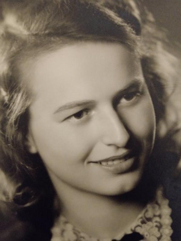 Věra Kristová na fotografii z maturitního tabla z roku 1947. Foto: archív Stanislavy Kubisové