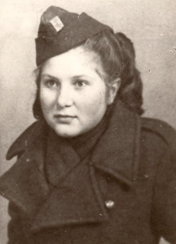 Věra jako spojovatelka v Krosnu 1944.