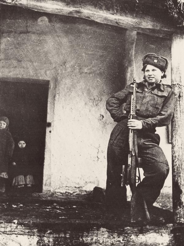 Vanda Biněvská jako snajperka. Foto: Paměť národa