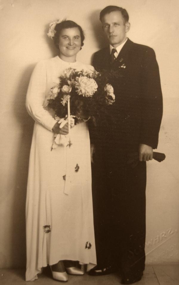 Svatební fotografie Josefy a Ludvíka Vaňkových.