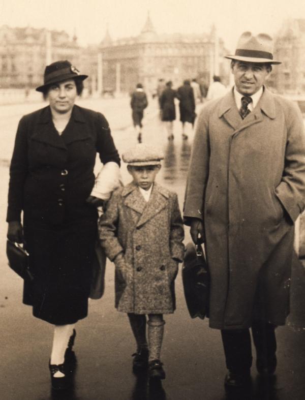 Petr Vavřín s rodiči v roce 1938. Foto: Paměť národa