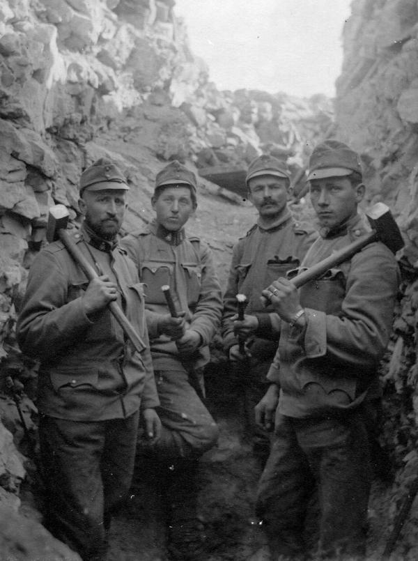 Vojáci technické setniny 91. pěšího pluku. Zdroj: archív autora