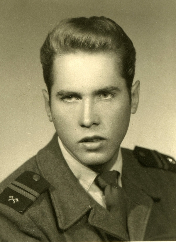 Základní vojenskou službu absolvoval Albín Huschka v Terezíně. Zdroj: archiv pamětníka