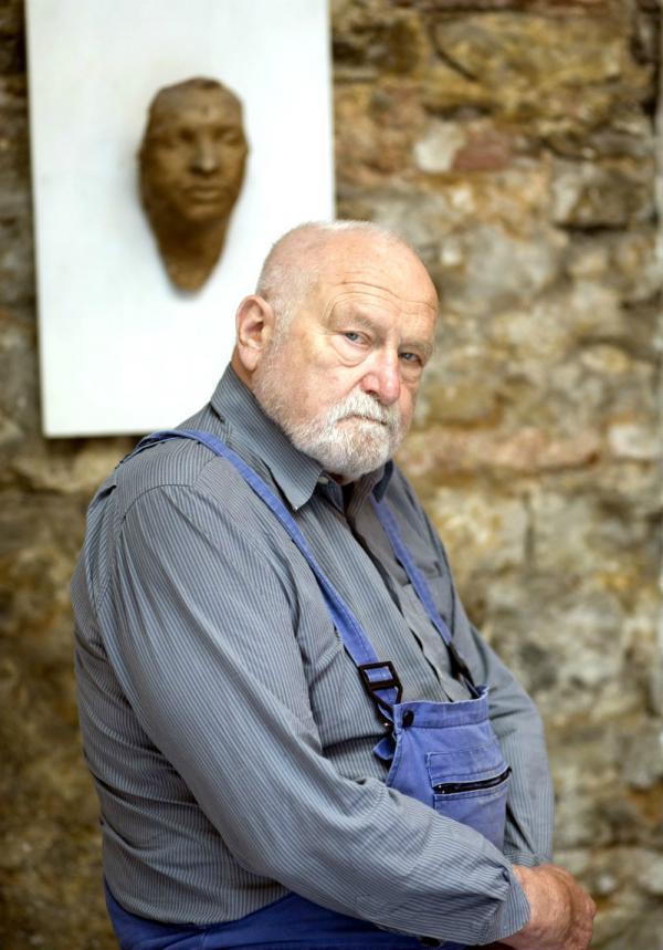 Olbram Zoubek s posmrtnou maskou