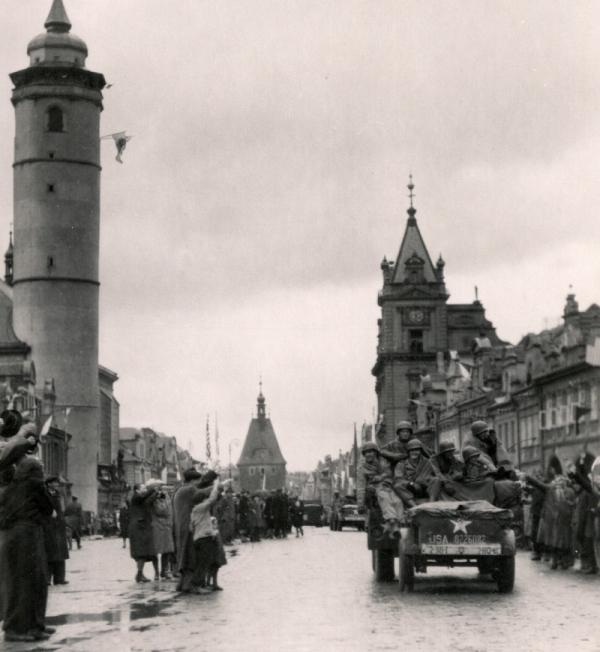 Osvobození Domažlic americkou armádou patřilo mezi zakázané kapitoly české historie. Foto: Velvyslanectví USA v Praze