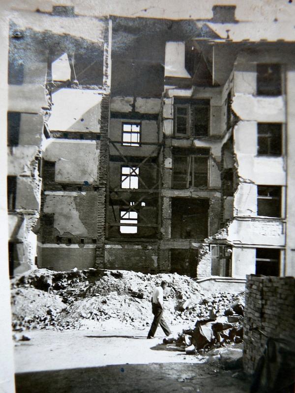Bombardování Pardubic (1. nálet, 22.7. 1944).zdroj: soukromý archiv přítelkyně Anny Štichauerové Věry