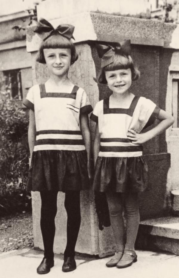 Sestry Miloslava a Jaroslava Suchánkovy v roce 1932.