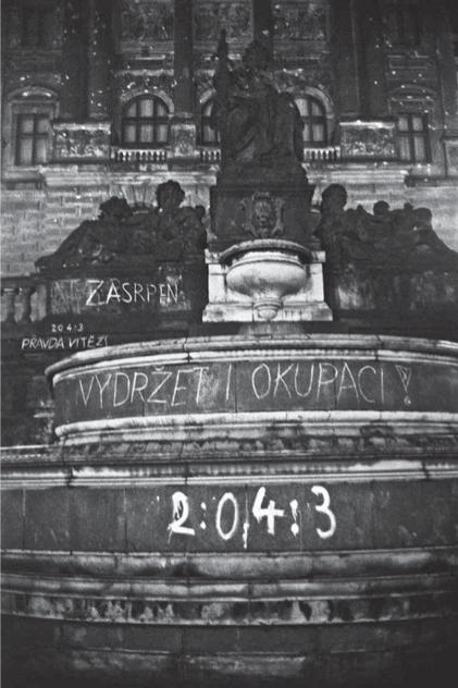 Vítězná skóre na kašně pod Národním muzeem.