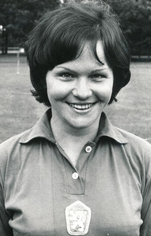 Jarmila Králíčková v dresu československé reprezentace v roce 1980. Zdroj: Paměť národa