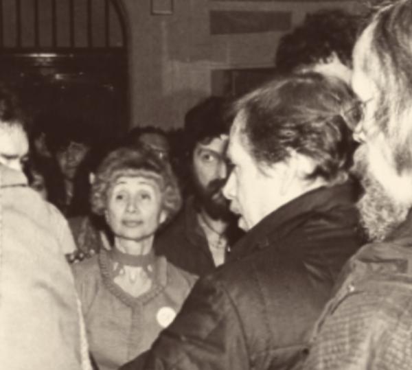 Jarmila Stibicová a Václav Havel v listopadu 1989. Zdroj: Paměť národa