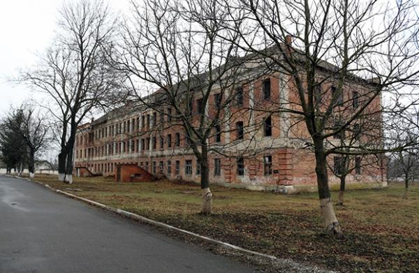 Opuštěná vojenská základna v Jarmolincích.