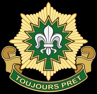 Znak kavaleristů tvoří osmicípá hvězda, v níž je zelený palmový list na připomínku první akce na Floridě. Květ lilie odkazuje na zapojení do první světové války ve Francii a motto Vždy připraven vyjadřuje elán pluku.