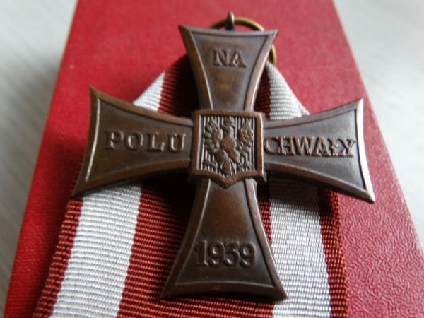 Polské vyznamení za statečnost Krzyż Walecznych pomohl českému čtyřlístku vrátit se do oblak.