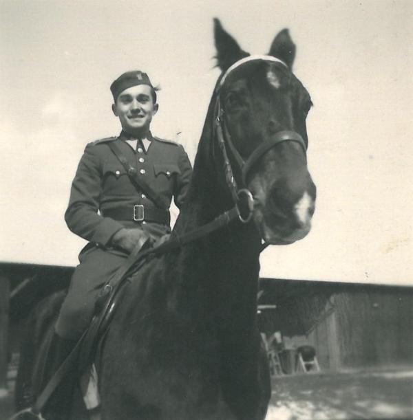 Miloš Krorr jako dragoun před válkou