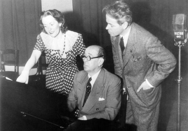 Jan Masaryk, Jarmila Novotná a Charles O'Connel ve studiu RCA při nahrávání Lidických písní v roce 1942. Foto Zámek Liteň