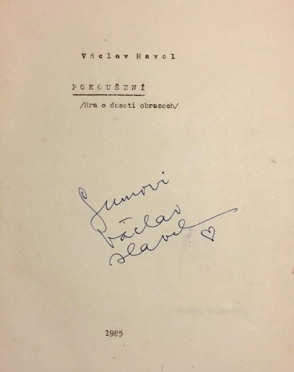 Divadelní hra Pokoušení Václava Havla s věnováním Gumovi.