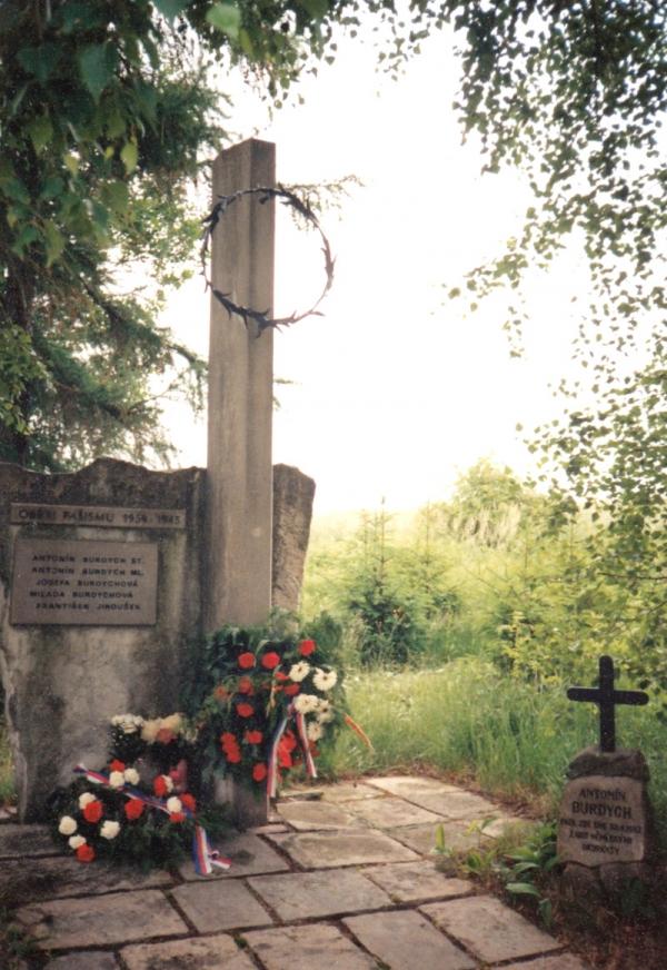 Pomník v Končinách. Foto: Paměť národa