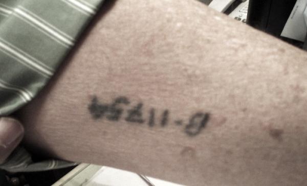 Vytetované číslo na předloktí Freddyho Sobotky. Práceschopné vězně tetovali jen v koncentračním táboře Auschwitz.