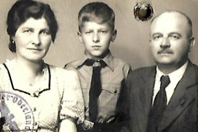 Franz Gruss s rodiči v době války. Foto: Paměť národa