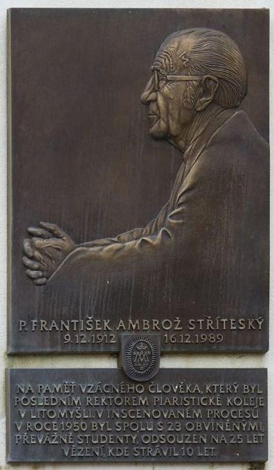 Pamětní deska Františku Stříteskému na piaristické koleji v Litomyšli byla odhalena v červnu 2006. Foto: Festival Mene Tekel