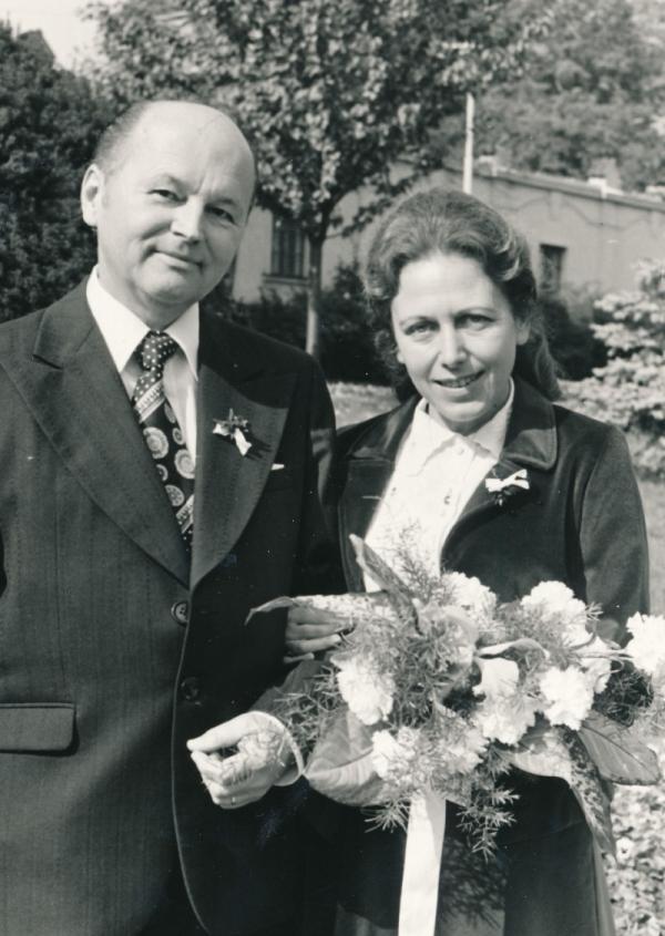 Svatba s druhým manželem Jiřím Žádníkem v roce 1979. Zdroj: Paměť národa