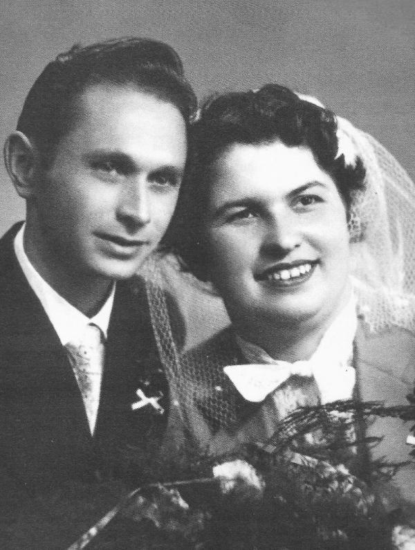 Svatební fotografie Ladislava a Růženy Bartůňkových z 29. září 1956.