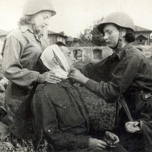 Výcvik zdravotnic 1. československého sboru v SSSR v terénu. Foto: Ženy bojující