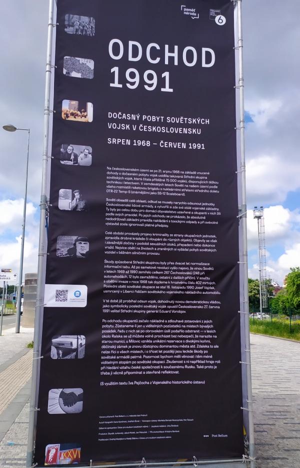 Do konce července je k vidění v Dejvické ulici v Praze 6 mezi Hradčanskou a Dejvickou výstava Odchod 91, která představuje fotografie Dany Kyndrové a Jindřicha Štreita. Foto: Post Bellum