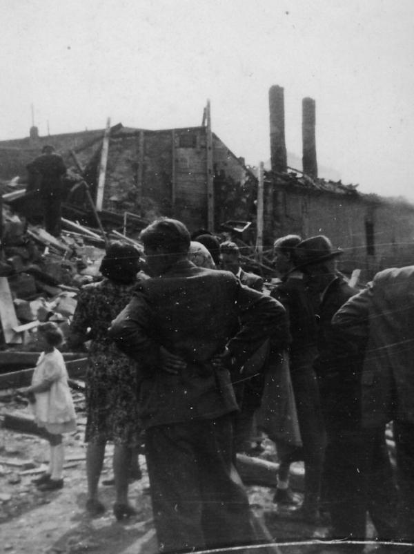 Zasažené domy v Plzni na konci války. Foto: Ida Milotová