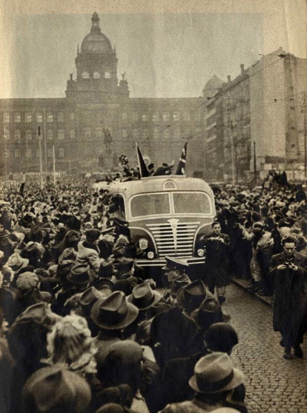 Zdar mistrům! Vítání mistrů světa 1949 na Václavském náměstí.