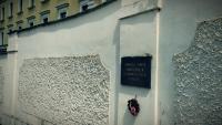 Pamětní deska na venkovní zdi v Kapucínské ulici. Foto: Post Bellum