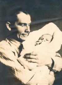 Jediná fotografie s tatínkem, leden 1940