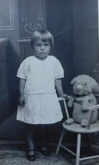 Anna Matysová (Kršková) v dětství