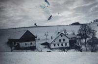 Hospodářství rodiny Rotterovy na samotě u Hynčic nad Moravou, kde pamětnice rok sloužila. Zbouráno krátce po druhé světové válce