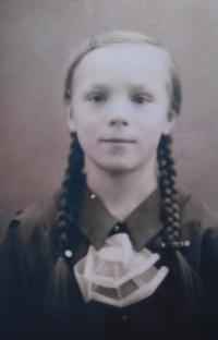 Matka Anna Filipová (Matysová) v dětství