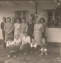Rodina v Hynčicích nad Moravou v roce 1963