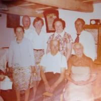 Rodina v domě v Hynčicích nad Moravou