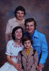 The sister Věra with her family after emigrating to the USA