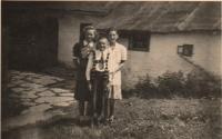 Sourozenci Matysovi - Herta, Kurt a Anna  v Hynčicích nad Moravou