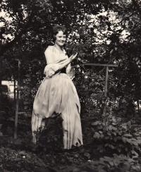Manželka J. Svitáka Olga, svatební den, 1976