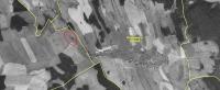 V červeném kroužku místo, kde došlo k vraždě rodiny Krusche v osadě Štolnava. Letecká mapa z roku 1953