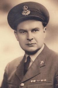 MUDr. Zdeněk Vítek, Miroslav Vítek's uncle, who was a doctor at a RAF unit stationed in England during WWII