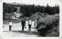 Rodina Malíkova při výletu na Praděd (druhá polovina 60. let)