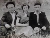Vlevo manžel Jevgen