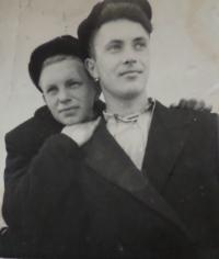 Manžel Jevgen s kamarádem