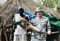 S mužem z kmene Surma, Afrika