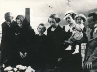Švedlár 1937, dědův pohřeb, Karel roční