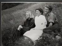 Koláriková Zdenka ako pionierska vedúca v letnom tábore