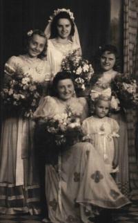 Svatební fotografie Ludmily Machalové s družičkami